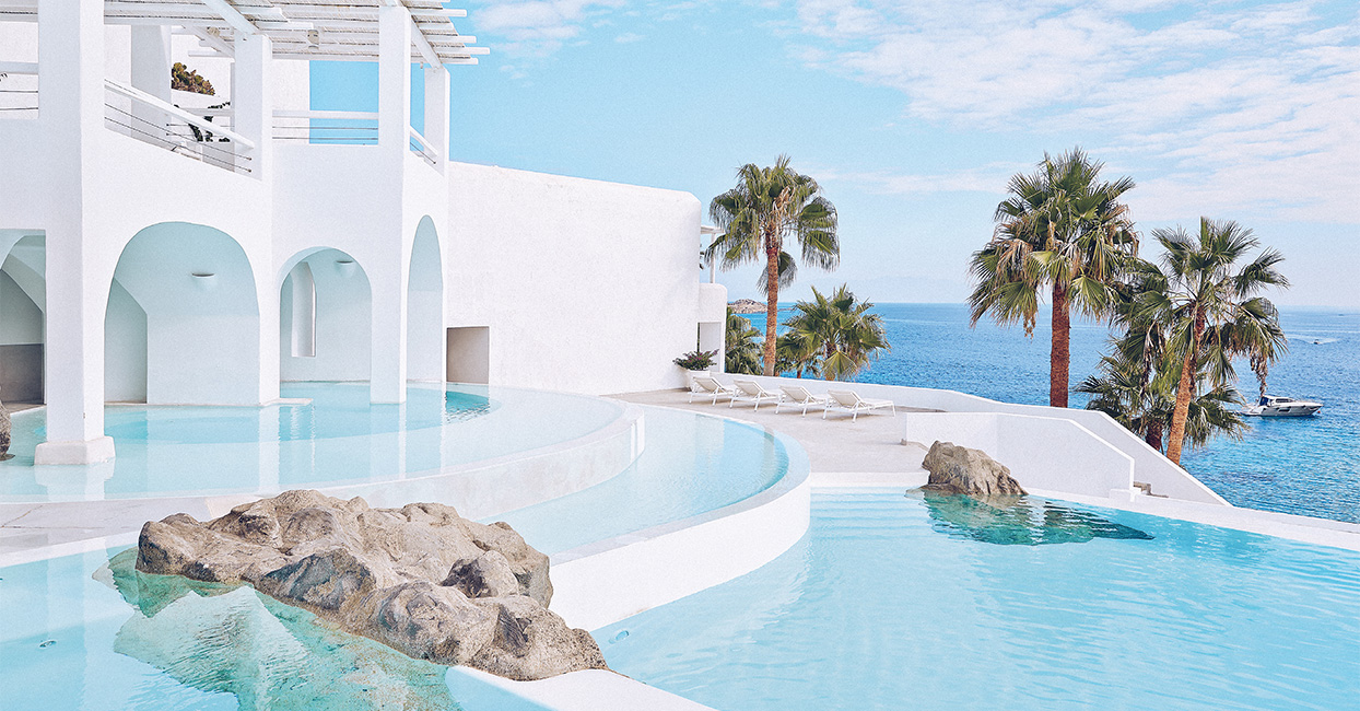 01-luxury-vacation-in-mykonos-blu-cyclades