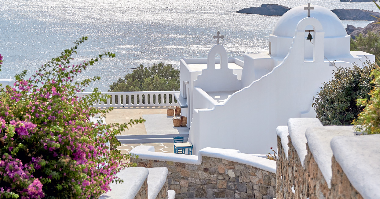 05-private-seafront-chapel-in-mykonos