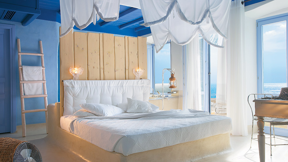 Endless Blu Villa with Private Pool|Master Bedroom Suite with king size canopy bed overlooking the sea
