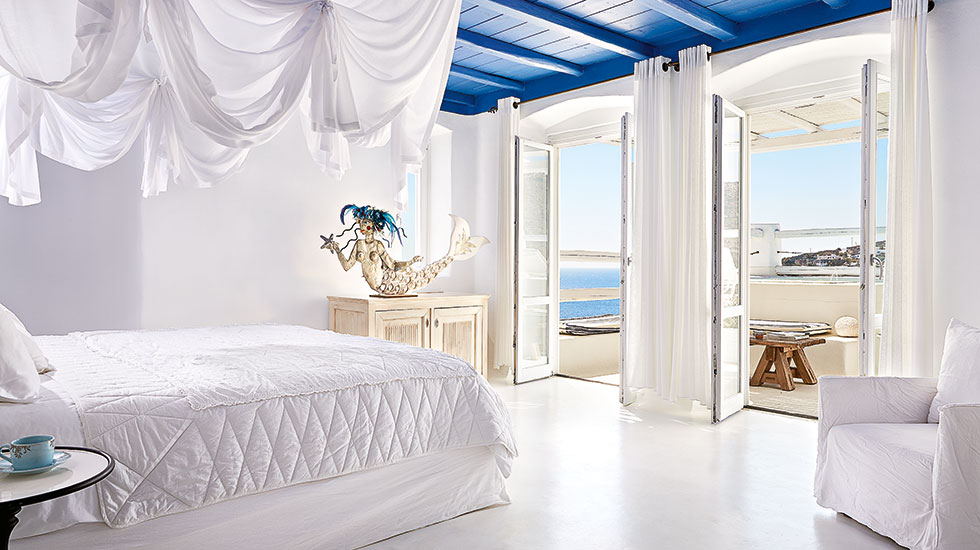 Royal Blu Mansion with Private Pool & 3 Outdoor Jacuzzis|The dreamy king-sized bed dominates the spacious Master Bedroom Suite