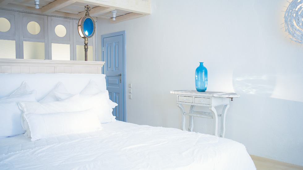Honeymoon Bungalow Waterfront | Master Bedroom with panoramic sea view