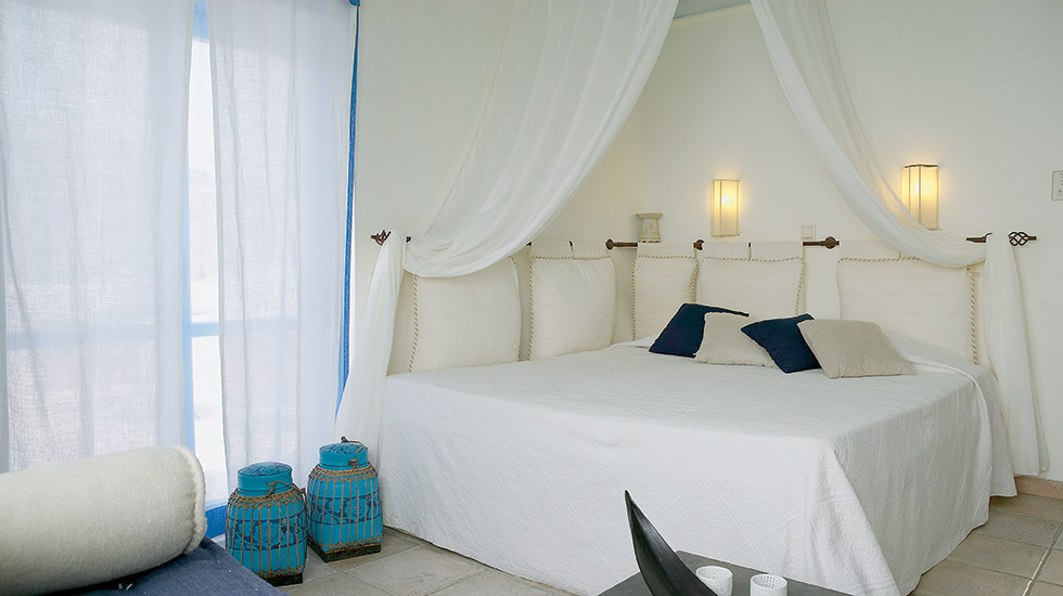 Island Bungalow | Master Bedroom with romantic bed