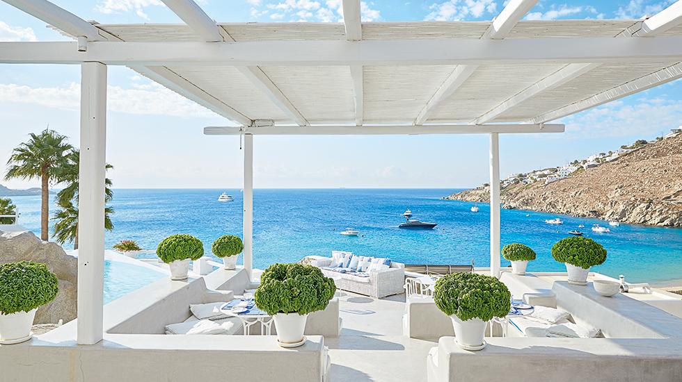 23a-LArchipel-Al-Fresco-Dining-overlooking-Psarou-beach