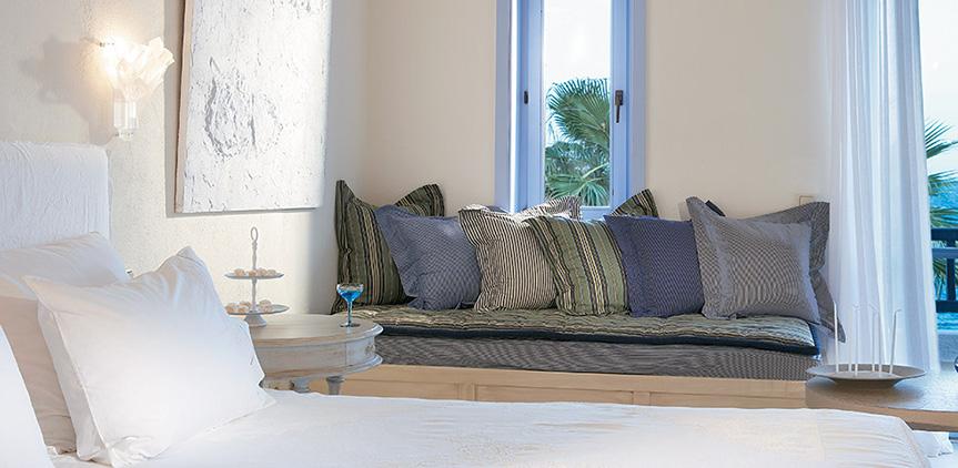 island-bungalow-side-sea-view-open-plan-master-bedroom