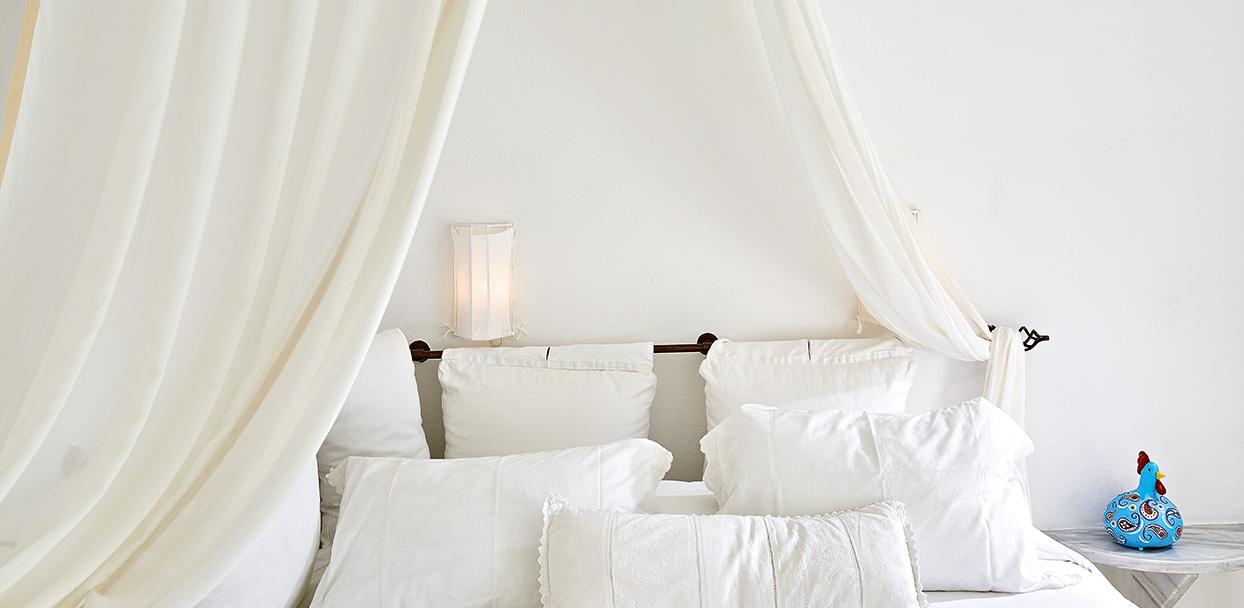 island-bungalow-romantic-bed