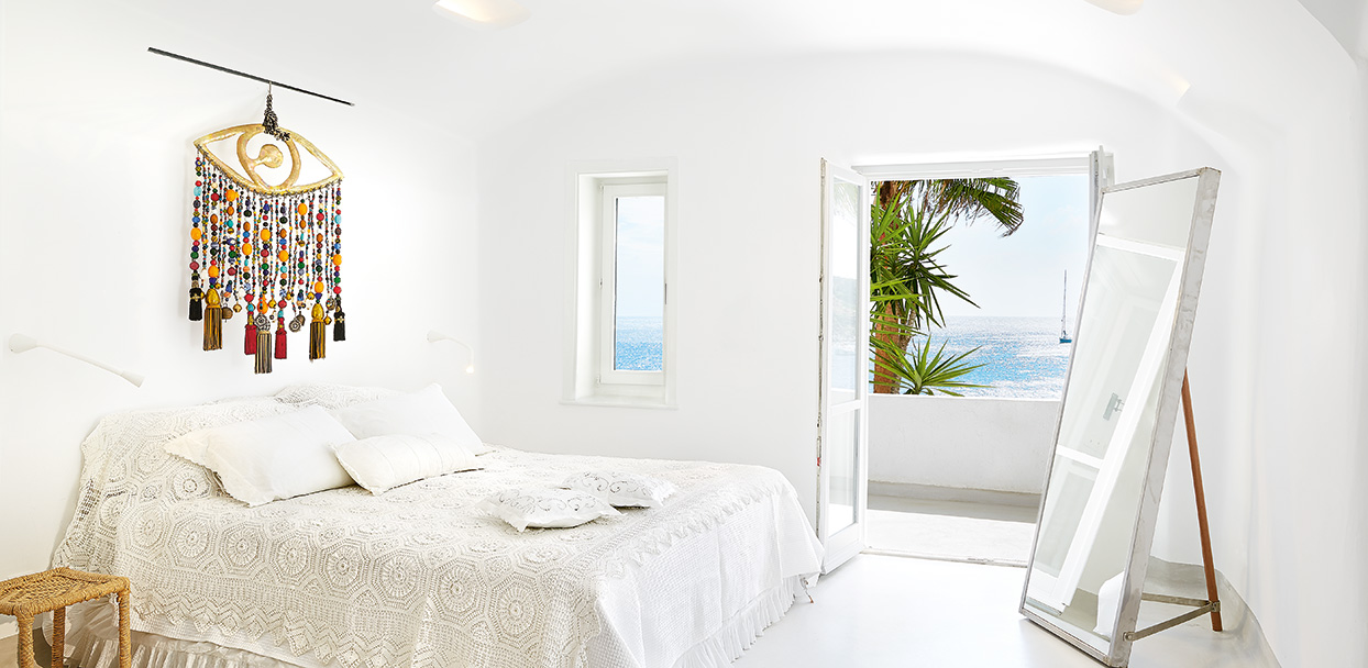 junior-bungalow-suite-master-bedroom-with-sea-view