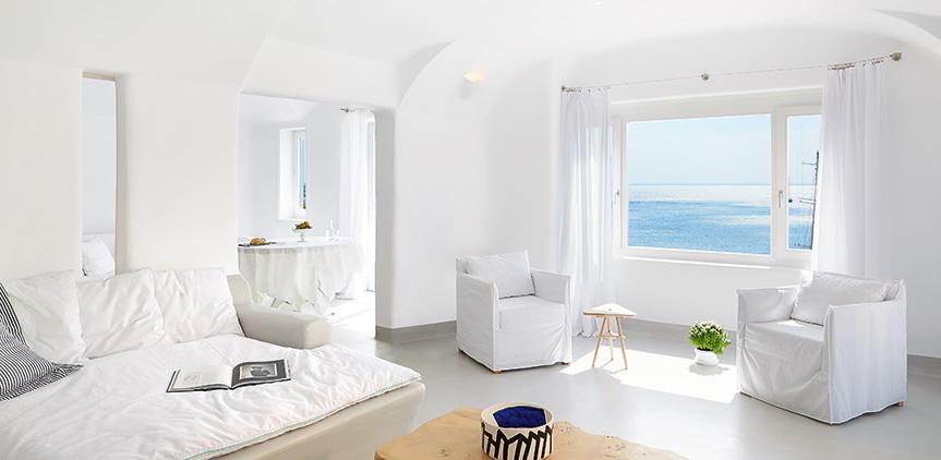 s-cape-suite-spacious-open-plan-livinh-area