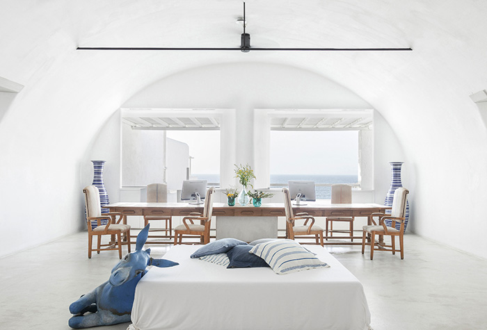 chill-out-in-luxury-at-mykonos-blu
