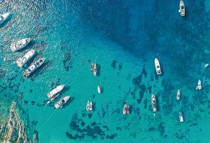 08-mykonos-blu-psarou-beach-luxury-yachts