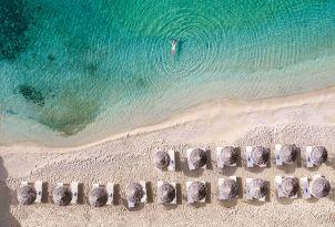 22-clear-blue-water-psarou-beach