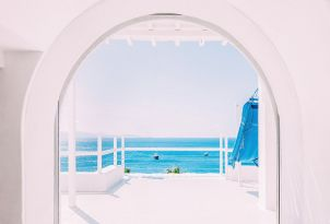 31-mykonos-blu-is-full-of-light-and-space